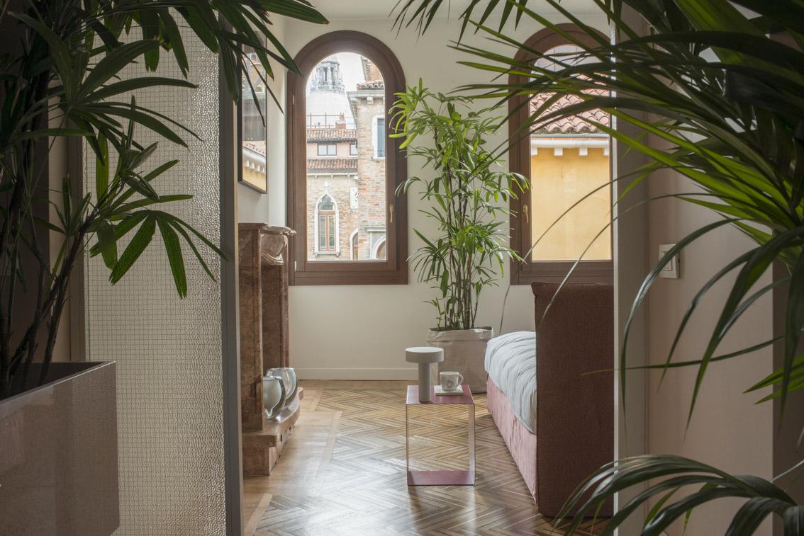 Flora halfmoon table casa flora venice - Casa flora venezia ...